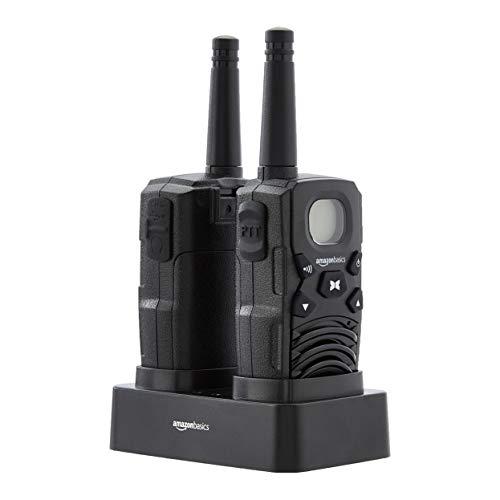 Amazon Basics Walkie-Talkie mit 2-Wege-Funkgerät mit Desktop-Ladegerät, Batterien, Fernverbindung, LCD-Display, FM-Radio (2 Stück)
